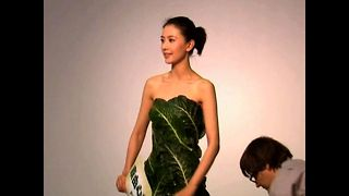 Actress Wears Lettuce Dress - Video