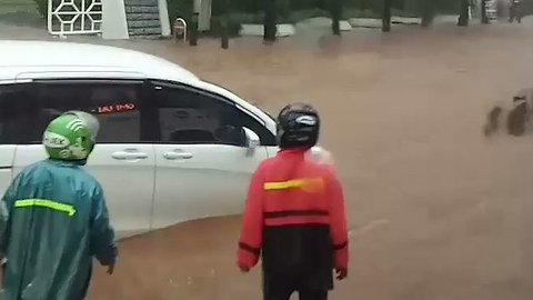 Chaos in Jakarta After Heavy Rainfall Floods Streets