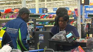 Walmart hero clerk stops scam - Video