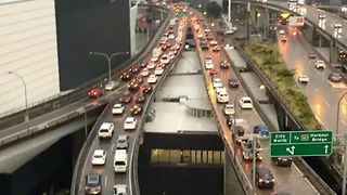 Sydney Storms Hit Peak-Hour Morning Traffic in CBD - Video
