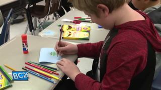 Oshkosh students create Holiday Mail for Heroes - Video