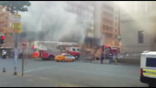 People trapped in Joburg burning building (bqW)