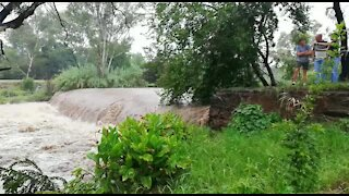 Rain causes flash flooding in Johannesburg (2nY)