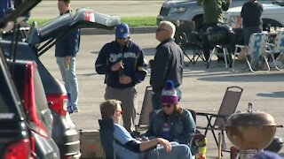 Brewers fans return to tailgating
