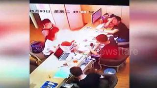iPhone explodes inside maintenance store in Shanghai - Video