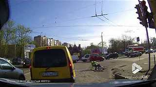 Cyclist gets himself in a pickle || Viral Video UK - Video