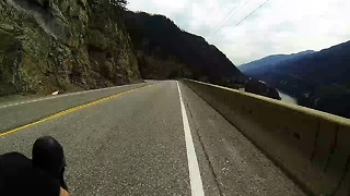 Bicyclist screams down mountain road at insane speed - Video