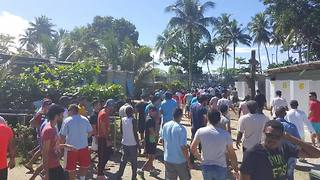Manus Protesters Demand Restoration of Power and Water to Compound - Video