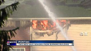 Men save seniors from burning building - Video