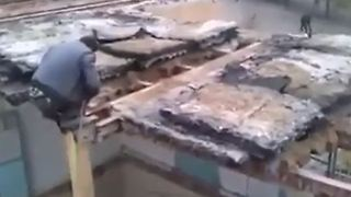 Building demolition gone wrong - Video