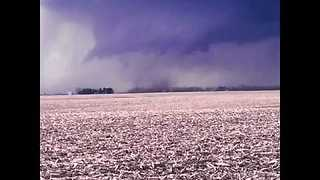 Tornado Touches Down in Western Illinois - Video