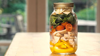Chicken, spinach and walnut jar salad