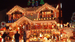Top 10 Over-The-Top Christmas Decorations - Video