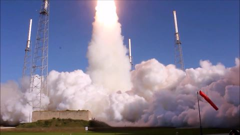 Incredible multi-angle footage of high-powered rocket launch