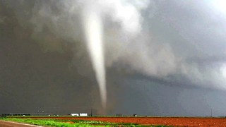 Texas Tornado Puts Storm Chasers In A Twist - Video