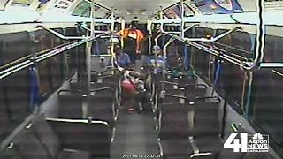 Second angle of stabbing on KCMO bus - Video