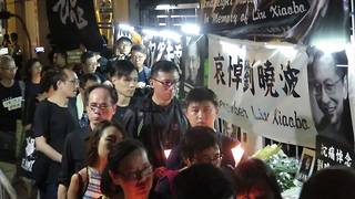 Hong Kongers Remember Chinese Dissident Liu Xiaobo With Candlelight March - Video