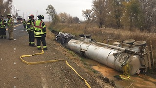 Tanker filled with oil overturns near Brighton - Video