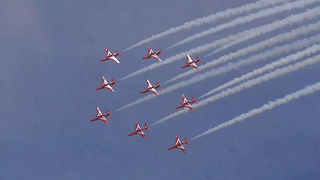 Fantastic Red Arrows At Torbay Airshow - Video