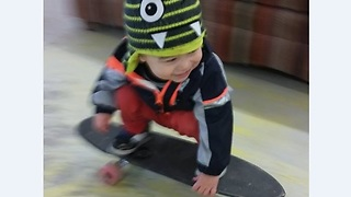 toddler play skateboard like a pro  - Video