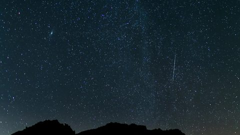 Time lapse: Stunning meteor shower illuminates night sky