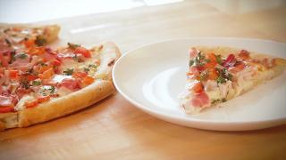 Kentucky Derby Hot Brown Pizza - Video