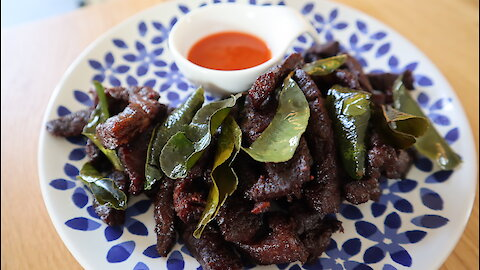How to make Thai fried beef with fish sauce (Nua Tod Nam Pla)