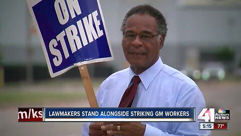 Lawmakers continue to join the UAW on strike
