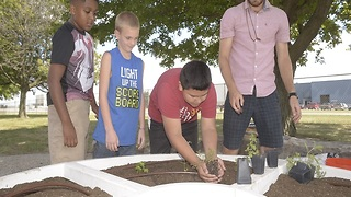 Wayne Township schools learn about fresh food through learning gardens - Video