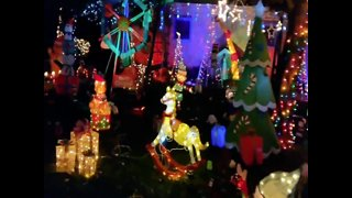 HOLIDAY LIGHTS! Is this front lawn the most festive in America - ABC15 Digital - Video