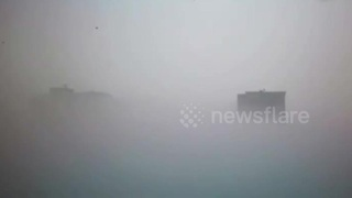 Thick fog covers entire city in northern China - Video