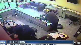 Video show intense smash and grab robbery at Dearborn jewelry store - Video