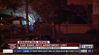 Car hits apartment building | Breaking news - Video