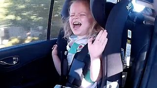 You've changed your tune! – Little girl livid with dad for singing song - Video