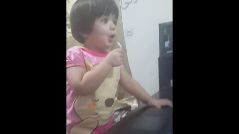Talented baby performs 'Hush Hush' in front of mirror