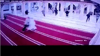 Worshippers Run From Bali Mosque Seconds Before Debris Falls During Earthquake - Video