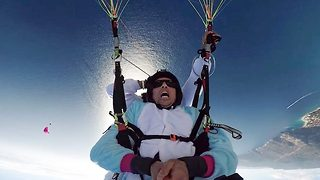 Taking a terrifying tumble – Paragliders complete midair somersaults - Video