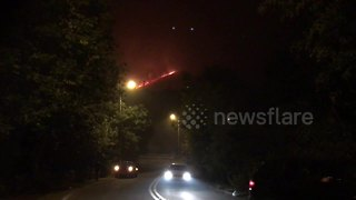Motorists 'flee Saddleworth Moor fire' as blaze nears homes - Video