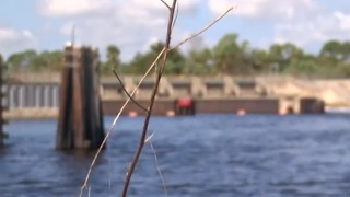 Army Corps watches Lake Okeechobee levels, dike with rain on the way