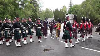 Highlanders march through manure greeting Queen at Balmoral - Video