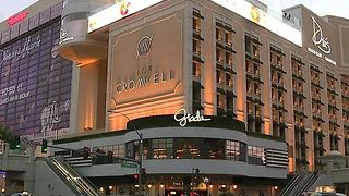 Police surround The Cromwell hotel-casino - Video