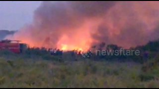 India sends 5,000 soldiers to battle eco disaster after lake catches fire - Video