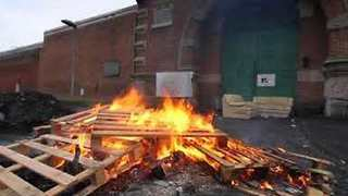 Prison Guards Burn Sofas in Tenth Day of Protest