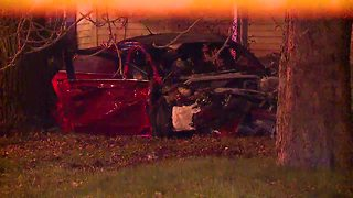 Stolen car crashes in Cleveland, six people injured - Video