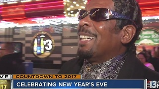 New Year's fashion on Fremont Street - Video
