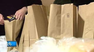 St. Norbert College students help the homeless - Video