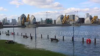 Thames Barrier closes to protect London from tidal surge - Video