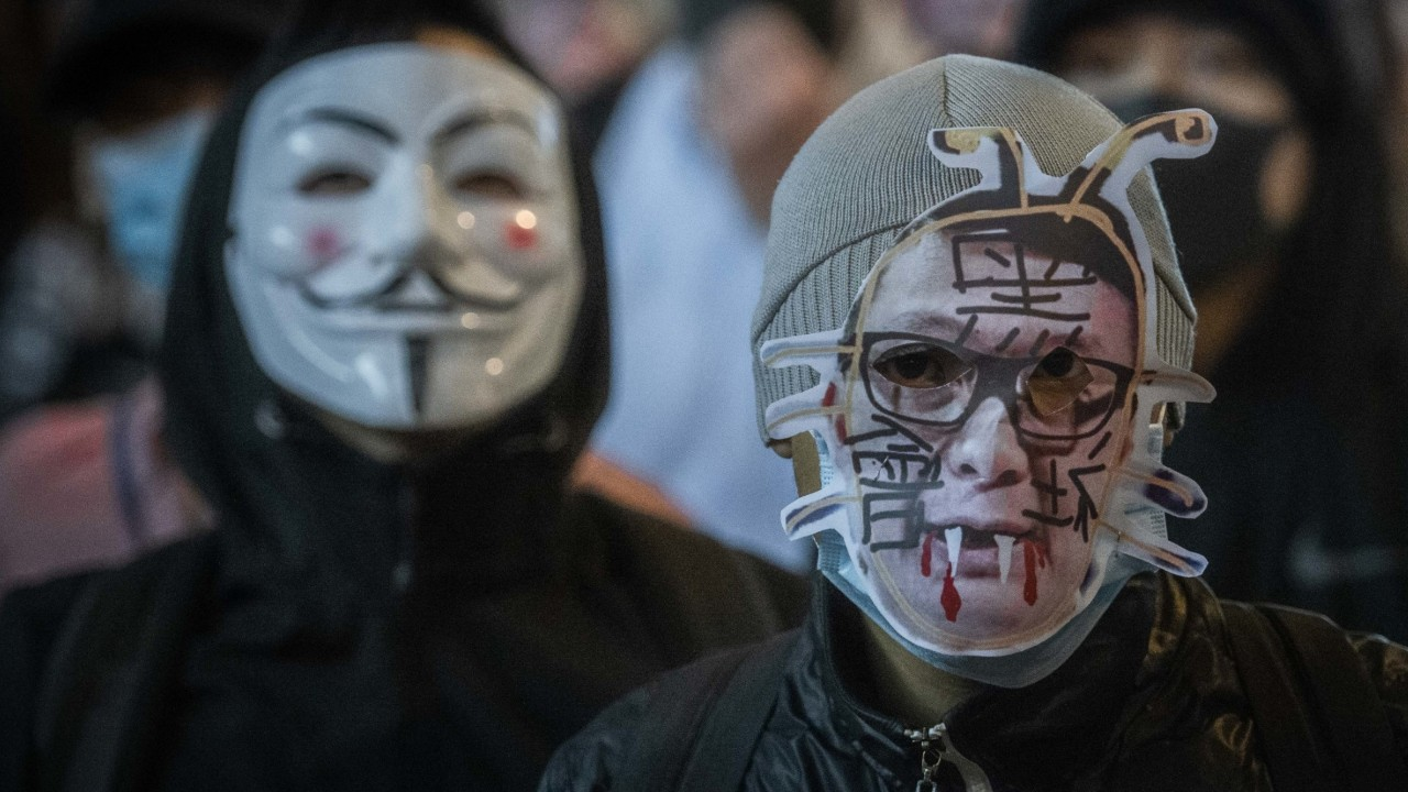 Hong Kong protesters torch Chinese state media offices