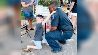 7-Year-Old Boy Prays For Police Officer