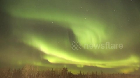 Time-lapse footage of 'foggy' northern lights in Canada